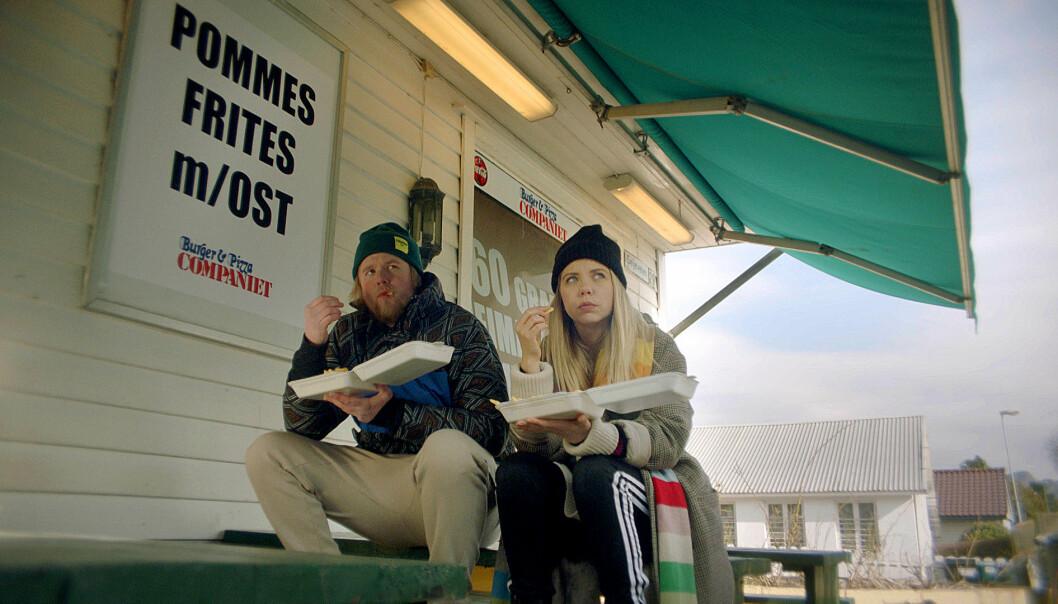 GAMMEL KJÆRLIGHET RUSTER IKKE?: Alex feirer jul i Sandnes, og der møter hun ekskjæresten Kimmo. Alex klarer ikke helt gi slipp på eksen, til tross for at de begge er i nye forhold. FOTO: NRK