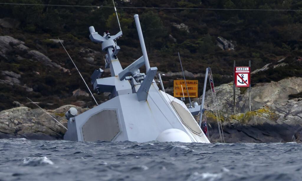 HAVARERTE: Sjøforsvarssjefen vet fortsatt ikke hva som skjedde da fregatten KNM Helge Ingstad havarerte. Foto: Cornelius Poppe / NTB scanpix