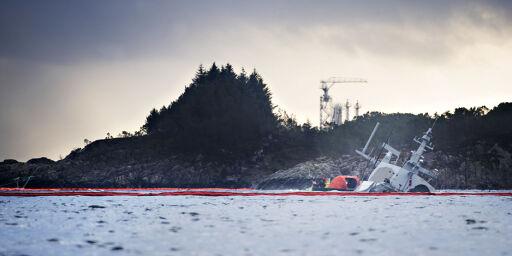 image: Disse kranbåtene skal redde milliardskipet fra havbunnen