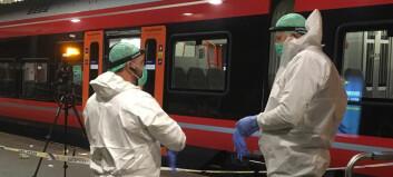 Mann kritisk skadd etter knivstikkingen inne på tog