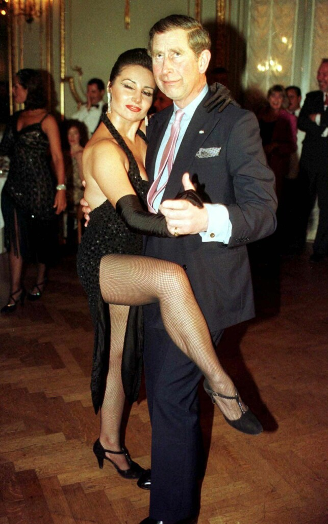 End of the Singliv: In 1999 Prince Charles appeared with Camilla in public. Here the prince is depicted while dancing a tango with Adriana Vasil in Argentina that year. Photo: NTB Scanpix