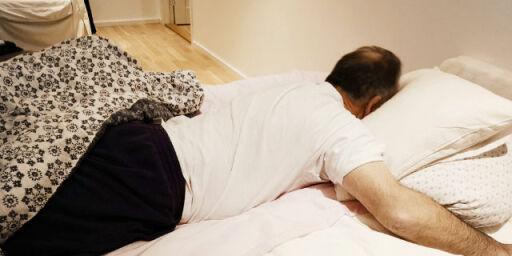 image: Skulle bevise dårlig drapsmetode. Presset hodet til eks-politisjef (69) ned i pute i ti minutter