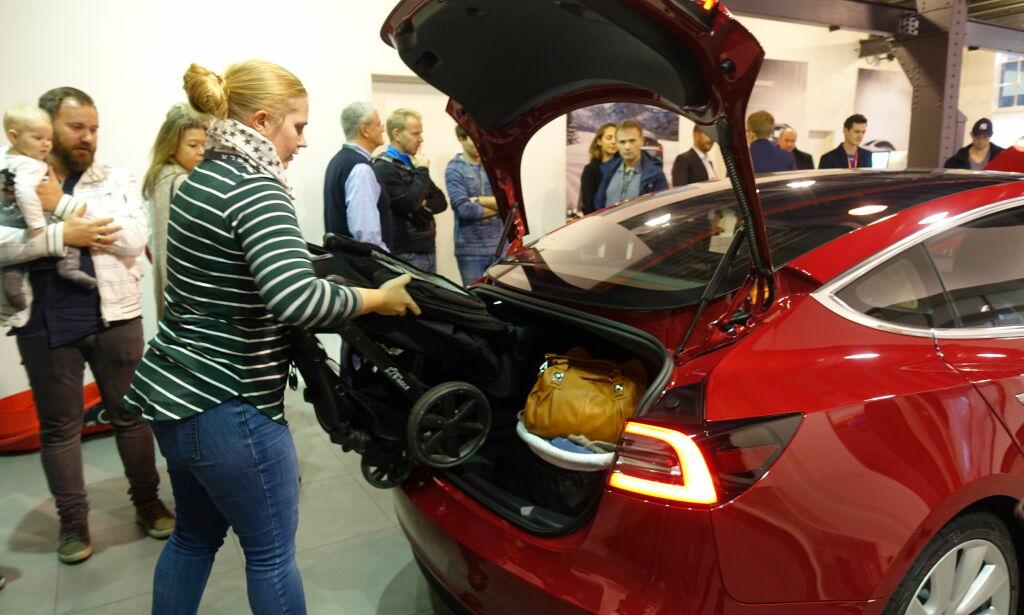 image: Her blir den første «folke-Teslaen» virkelig satt på prøve ...