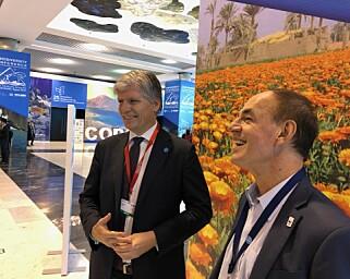 I EGYPT: Klima- og miljøminister Ola Elvestuen, her i samtale med Marco Lambertini, WWFs internasjonale leder, under det pågående FN-møte om biologisk mangfold. Foto: Klima- og miljødepartementet.
