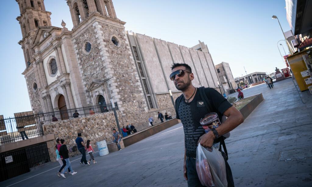 MISTET ALT: Arturo (34) ble tatt med til USA da han var fire år gammel av foreldrene sine. For kort tid siden ble han deportert fra USA og til den farlige byen Juarez i Mexico. Foto: Øistein Norum Monsen / Dagbladet.