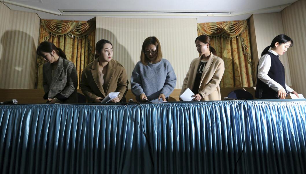 LA FRAM SAKEN: Det sørkoreanske curlinglaget hadde en pressekonferanse 15.november. Der kom de med sterke anklager mot trenere og eget forbund. Foto: NTB Scanpix