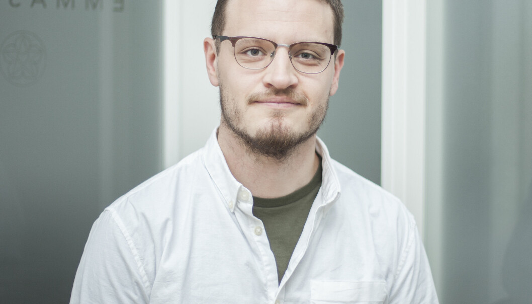 BEHANDLER PASIENTER ONLINE: Psykolog Rudi Eide forteller at for mange med angst er det å komme til en klinikk for å få terapi, en høy terskel i seg selv. FOTO: Mari Wærner Wesenberg