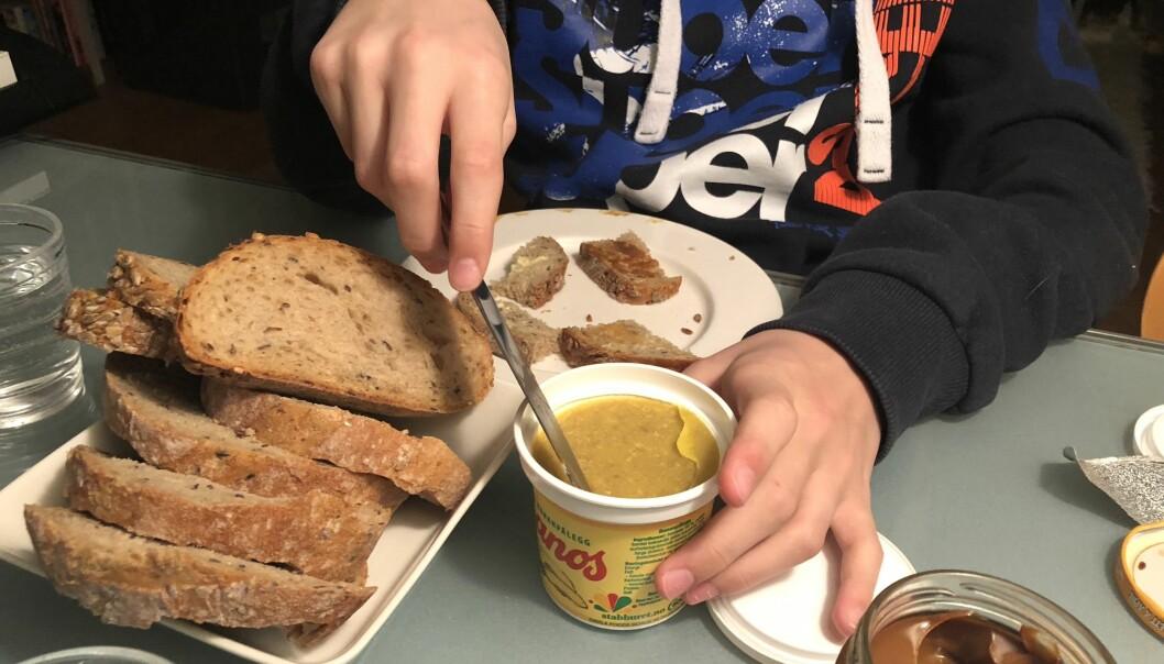 <strong>HÅNDVERK:</strong> Produksjonen av «Banos» foregår på Sundafabrikken på Tveita i Oslo og bananene skrelles for hånd. Det hadde lite å si da vi lot et knippe 2018-ganer smake seg gjennom 70-tallet. FOTO: Hege Løvstad Toverud