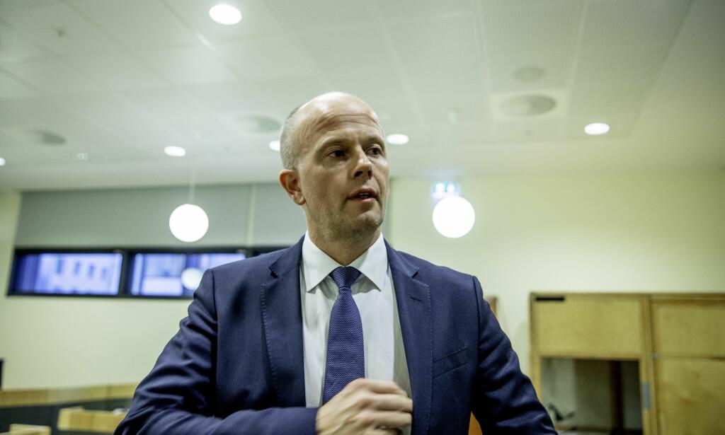 MEST SAMFUNNSSTRAFF - LITT FENGSEL: Advokat Svein Holden ber om lettere straff for den dømte psykiateren. Foto; Siv Seglem, Dagbladet.