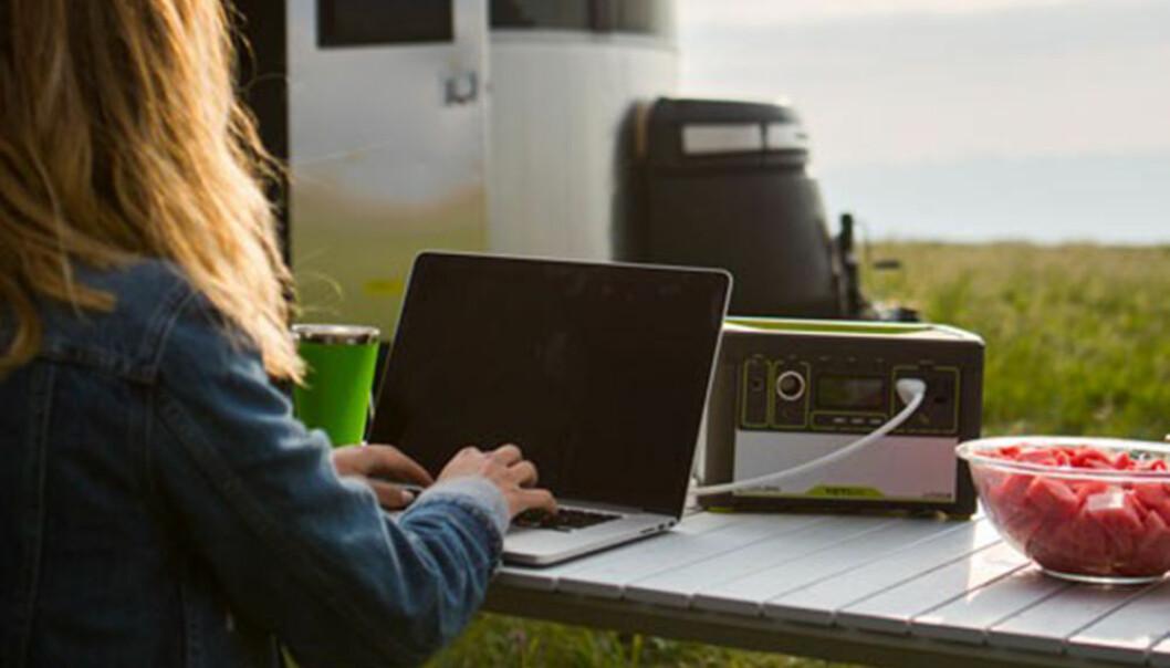 <strong>STRØM PÅ TUR:</strong> Ny batteriteknologi gjør det enkelt å ta med seg strøm på tur. Foto: Produsenten