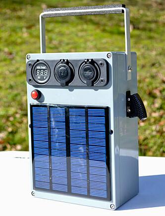 <strong>Selvlaget:</strong> Batteribank med egen strømforsyning. Foto: Intrsuctables/lonesoulsurfer