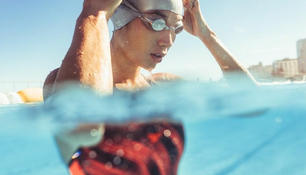 FOR ALLE: Svømming er god hjertetrening og skånsomt for ledd, og passer derfor for folk i alle aldre. Foto: Scanpix.