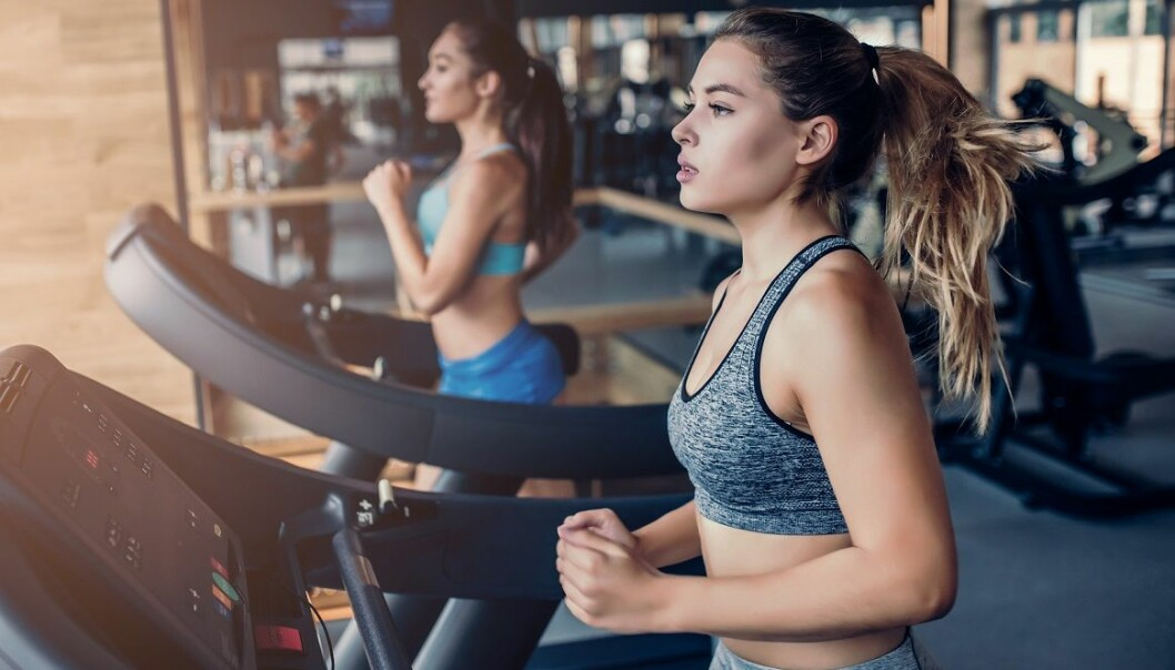 KONDISJONSTRENING: Ønsker du effekt på hjerte-karsystemet og forebygge livsstilsykdommer mener Jan Hoff at du heller bør velge andre treningsformer enn svømming. Foto: Scanpix.