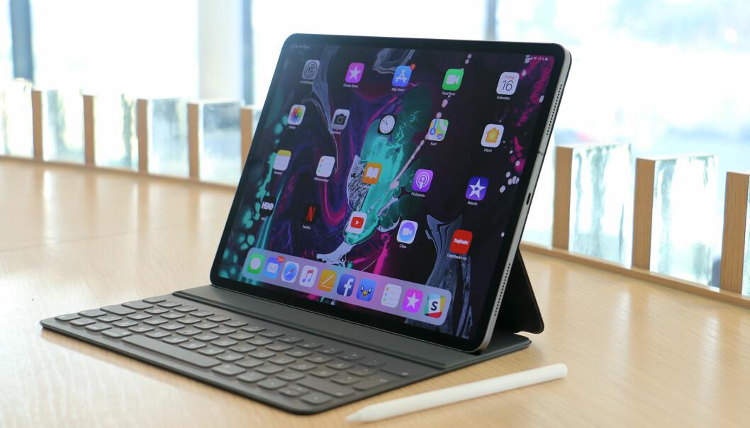 <strong>TOTAL FORVANDLING:</strong> Apple har gitt iPad Pro den største oppgraderingen av iPad-serien på mange år. Den har fått et helt nytt design, en prosessor kraftigere enn mange PC-er og USB-C. Foto: Kirsti Østvang