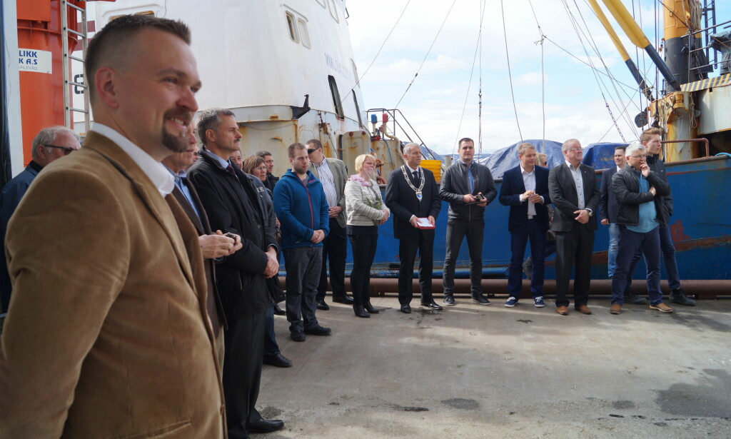 OFFICIAL OPENING: The opening of the Seagourmet crab factory in Båtsfjord on June 10, 2015. Far left is factory's founder Peteris Pildegovics. To the right of him (in dark clothes) is Indulus Abelis, then Latvia's ambassador to Norway. Mayor Geir Knutsen is in the middle (with a chain of office). The boat is «Saldus». Photo: Andrei Kazakov.
