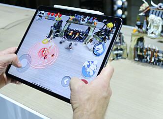 <strong>KRAFTIG AR-YTELSE:</strong> Apple satser mye på såkalt AR-funksjonalitet også på iPad Pro. Under lanseringen fikk vi fremvist et AR-spill som gikk supersmidig takket være den nye, kraftige prosessoren. Foto: Kirsti Østvang