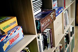 Mange i Megapop er lidenskapelige brett- og kortspillere. Å lage egne spill er dermed også det gøyeste, men ikke mest lukrative, de gjør på jobben. 📸: Ole Petter Baugerød Stokke