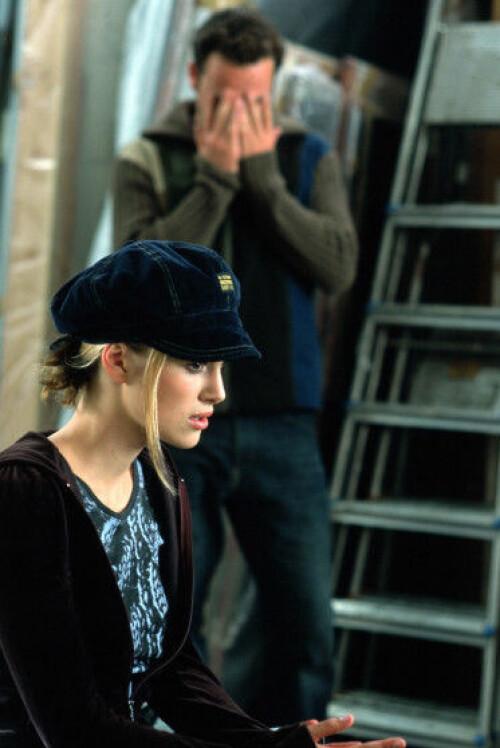SJOKKØYEBLIKK: Scenen der Keira Knighleys rollefigur innser at ektemannens bestevenn (spilt av Andrew Lincoln), er hemmelig forelsket i henne. Foto: NTB Scanpix