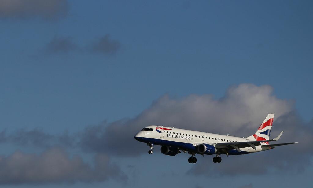 SMÅ SETER: British Airways er blitt saksøkt av passasjer som hevder han fikk ryggskade etter å ha blitt sittende ved siden av overvektig passasjer. Foto: NTB Scanpix