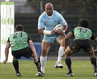 SAMMENLIGNING: Passasjeren, som ble beskrevet som overvektig, ble sammenlignet med rugbylegenden Jonah Lomu. Foto: NTB Scanpix