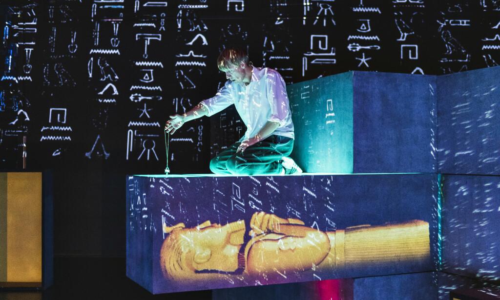 SUPER: Ola G. Furuseth i «Hyper i Egypt». Foto: Dag Jenssen, Det Norske Teatret