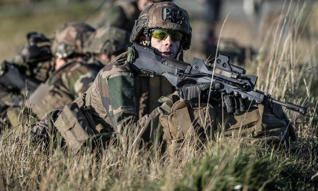 GJØR NARR AV NORGE: - Det er ikke uventet at russiske medier forsøker å latterliggjøre Nato og Norge, men oppsiktsvekkende at de har valgt denne saken, sier oberst Per Leines Lausund. Her er en soldat i aksjon under øvelsen. Foto: Hans Arne Vedlog
