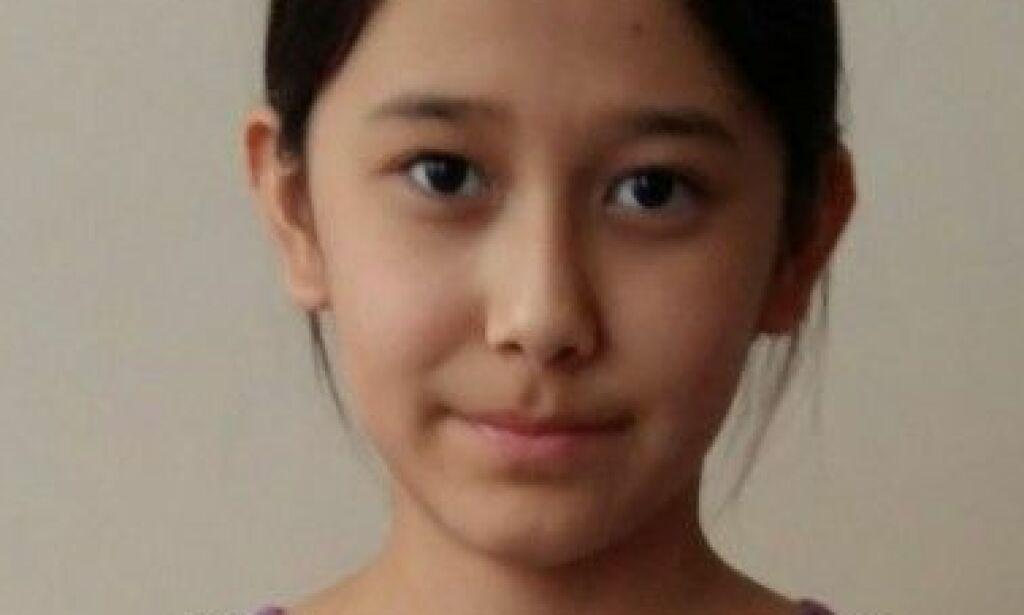 image: Ei 12 år gammel jente har sittet inne i en leilighet i snart fire år