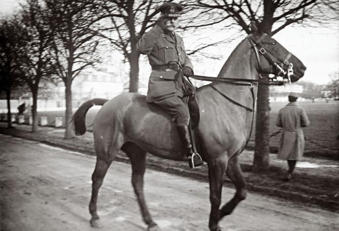 Bildet viser Field Marshall Douglas Haig i Frankrike i 1916. Foto: AP Photo