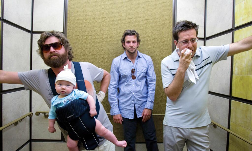 PÅ SPAREBLUSS: «The Hangover» fra 2009 tilførte begrepene fylleangst og fyllesyke en helt ny dimensjon. Babyen i front, Grant Holmquist, ble filmstjerne etter sin medvirkning. Nå har han fylt ti år. Foto: NTB Scanpix