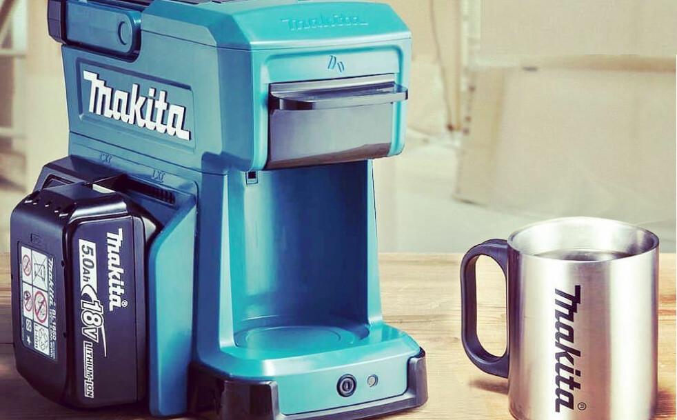 <strong>KAFFEMASKIN:</strong> Denne lille, bærbare kaffemaskinen kan du kjøre på verktøybatterier. Foto: Produsenten
