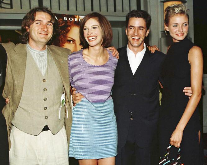 DEN GANG DA: Julia og Dermot (midten) sammen med regissør P.J. Hogan og motspiller Cameron Diaz på «Min beste venns bryllup»-premieren i New York sommeren 1997. Foto: Reuters/ NTB scanpix