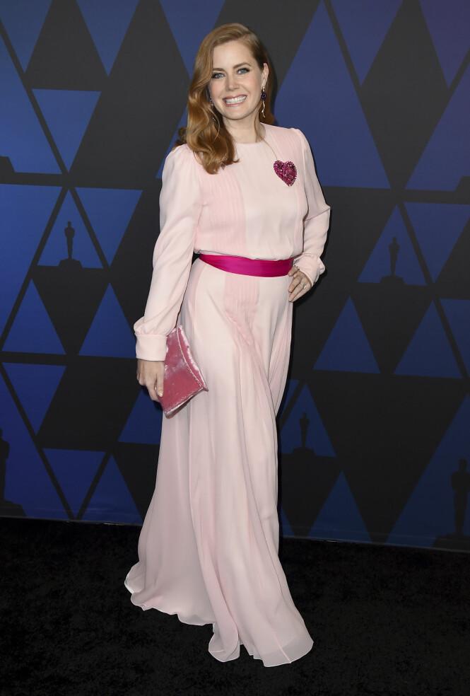 SUKKERSØT: Amy Adams i en pudderrosa kjole. Foto: NTB Scanpix