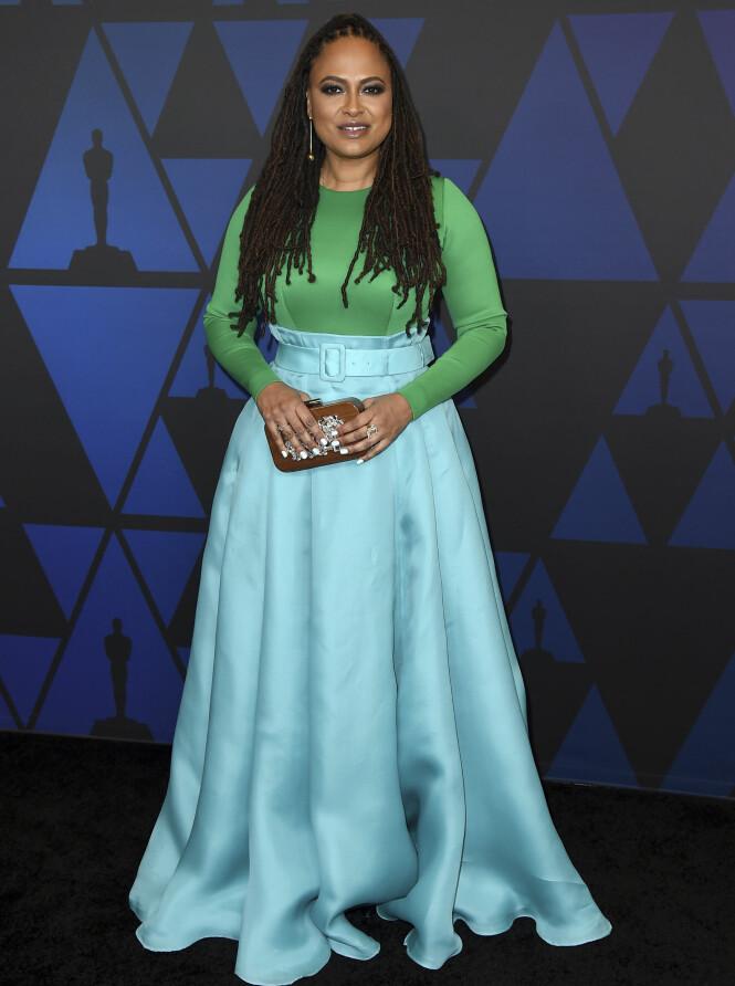 FARGERIK: Ava DuVernay skilte seg ut i grønt og blått antrekk. Foto: NTB Scanpix
