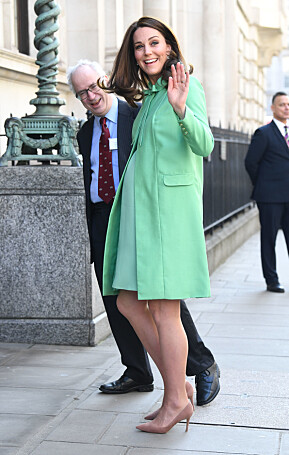 HIGH QUALITY: In March, just a month before he gave birth to Prince Louis, Kate brought a green mint dress, a long dress with a matching suit. Photo: NTB Scanpix