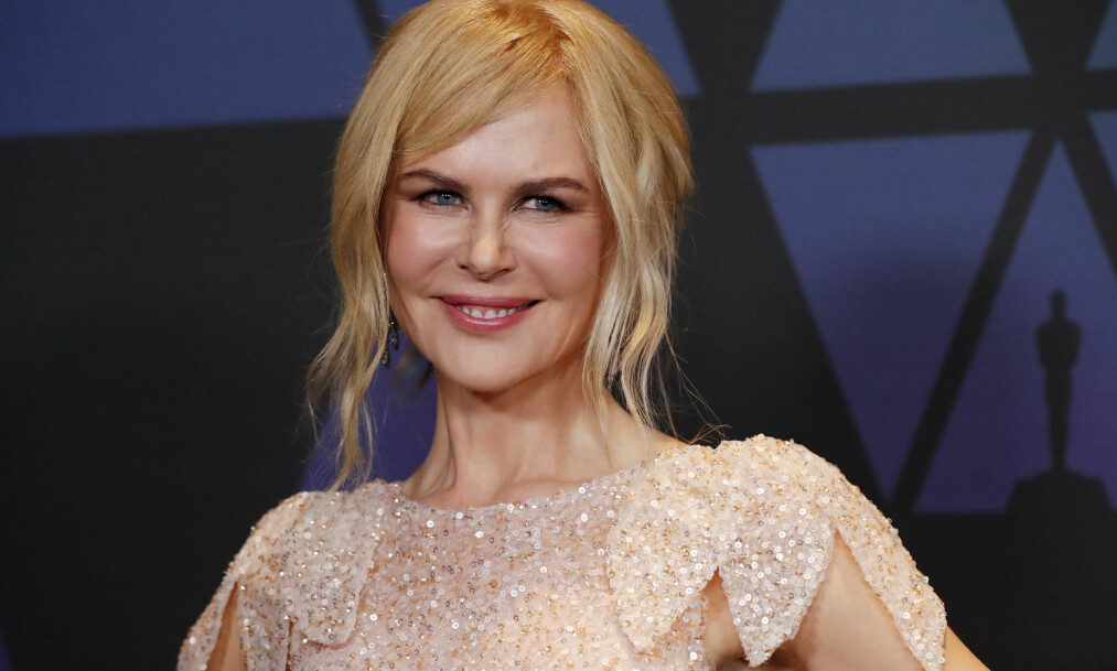 ANNERLEDES: Flere mener at Nicole Kidman ser helt annerledes ut i ansiktet. Derimot får hun skryt for den vakre kjolen. Foto: Reuters/ NTB Scanpix