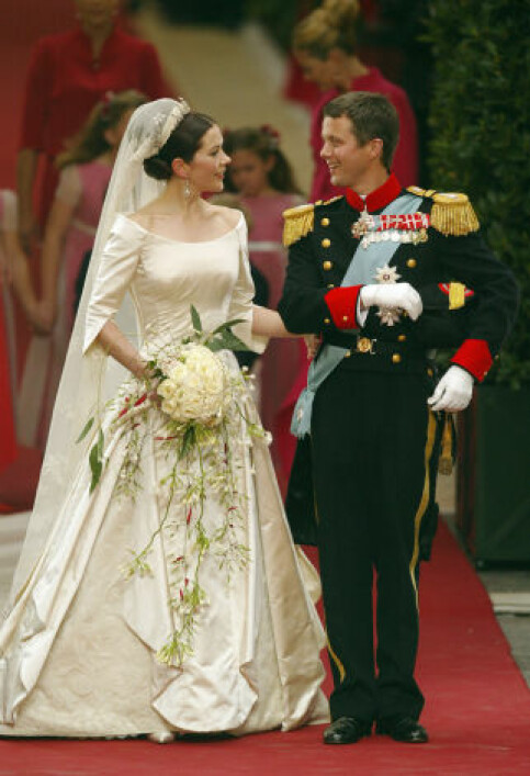 BLE KRONPRINSESSE: Den 14. mai 2004 ga Mary og Frederik hverandre sine «ja» i København, og ble rette ektefolk. Foto: AFP; NTB scanpix