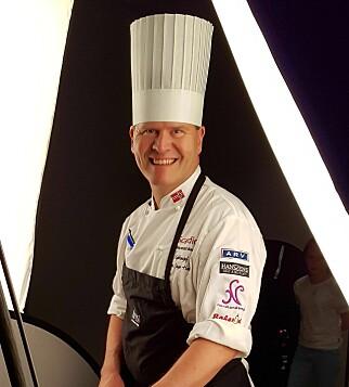 MAGISK SAUS: Svein Jæger Hansen lager rød saus, gjerne med kanel- og vaniljestang. Foto: Privat