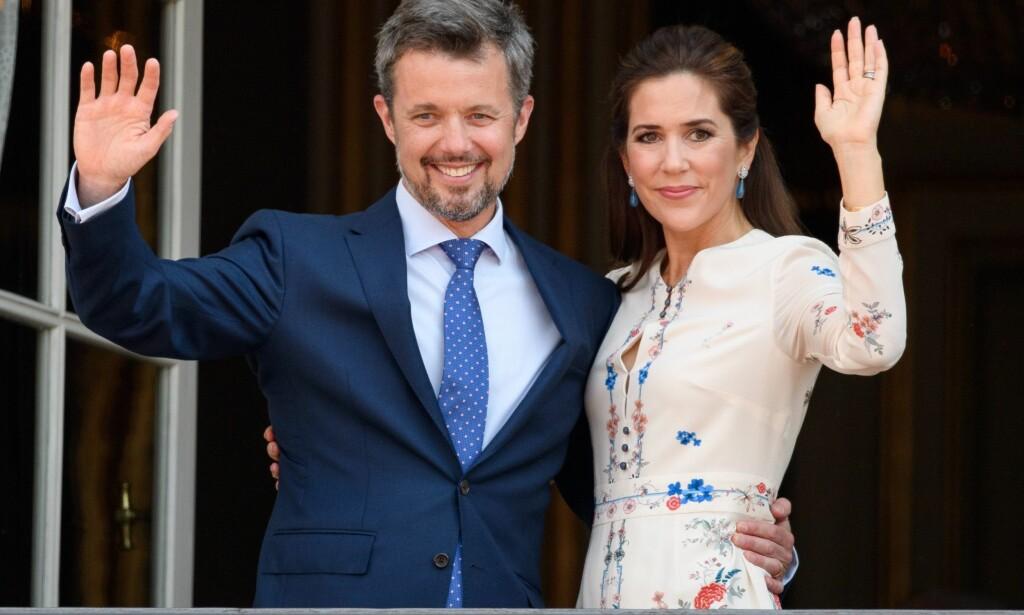 HOLDT TALE: I forbindelse med kronprins Frederiks 50-årsdag i mai holdt kronprinsesse Mary tale for ham. Hun var så nervøs at hun brøt kongelig etikette under gallamiddagen. Foto: NTB Scanpix