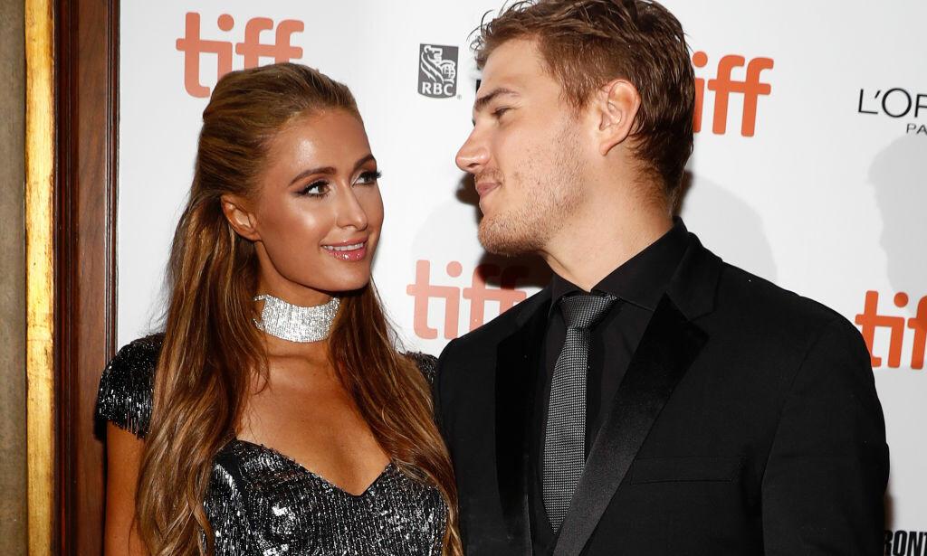 BRUDD: Etter to år som kjærester, og ti måneder som forlovede, skal forholdet mellom Paris og Chris ha kommet til veis ende. Foto: NTB Scanpix