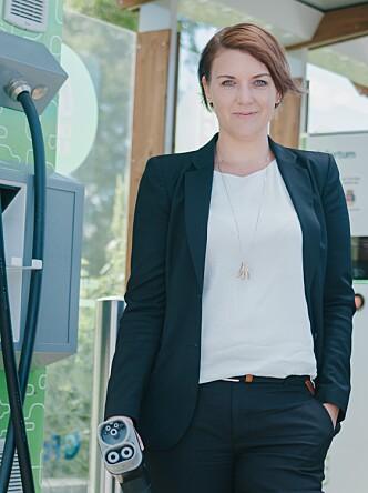 ETTERLYSER TILTAK: Christina Bu i Elbilforeningen mener det må satses sterkere på hjemmelading i fellesanlegg. Foto: Elbilforeningen