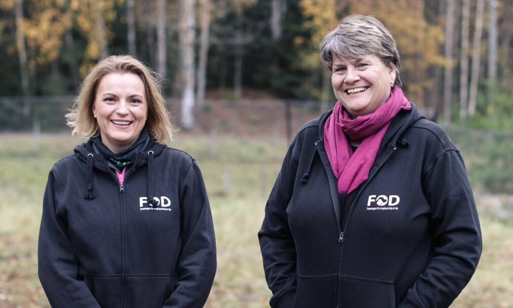 <strong>JOBBER MED HJEMLØSE DYR:</strong> Mette Sommer (t.v) og Stine Jansen har jobbet på Foreningen for omplassering av dyr (FOD) i mange år. FOTO: Ida Bergersen