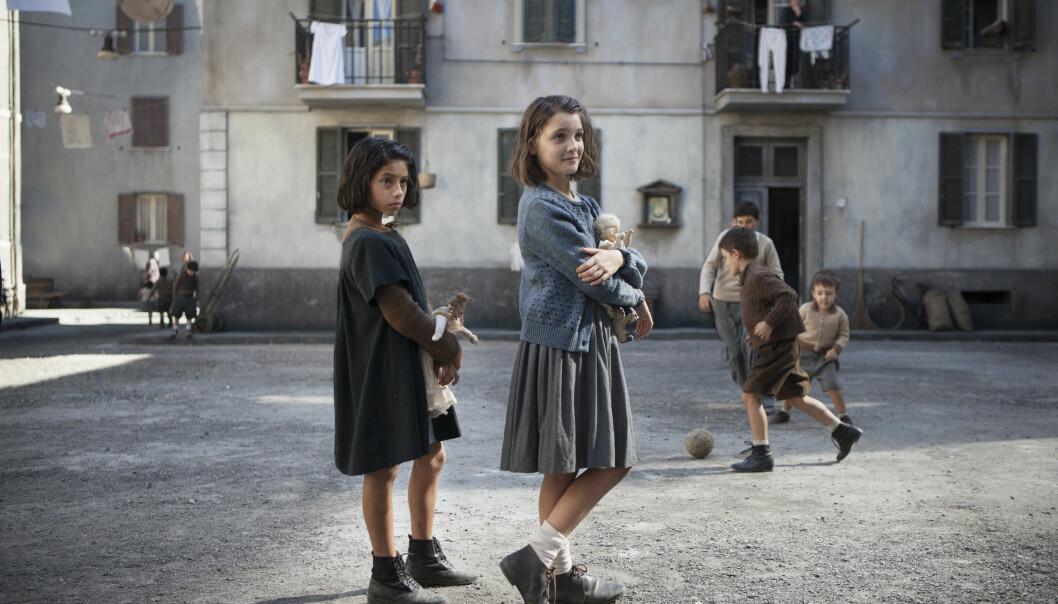 <strong>BRUTALE NAPOLI:</strong> Lila (t.v) fekk ikkje gå på middelskulen, mens Elena tek høgare utdanning. Korleis påverkar det vennskapet og livet vidare? FOTO: HBO Nordic