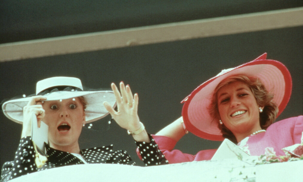 UNIKT VENNSKAP: Den tidligere hertuginnen av York, Sarah Ferguson, utviklet et nært og dypt vennskap med svigerinnen prinsesse Diana. Dette bildet er tatt av svigerinnene i 1987 - 10 år før Diana døde. FOTO: NTB Scanpix