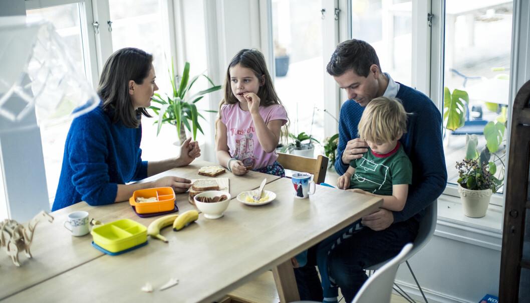 FØR BARNEHAGEN: Det er godt å ha far tilbake rundt frokost- og middagsbordet. De neste månedene skal familien Hareide ta noen viktige valg om hvordan hverdagen skal bli fremover.