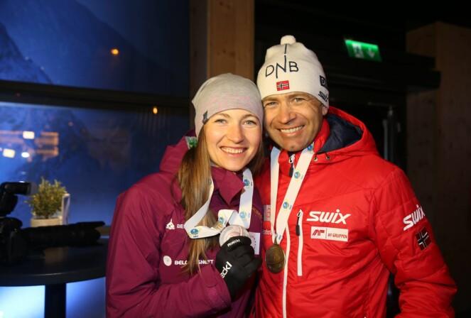 SJELEVENNER: Skiskytterparet giftet seg i 2016, og bor sammen i Hviterussland. Her er de fotografert i Østerrike i 2017. Foto: NTB scanpix