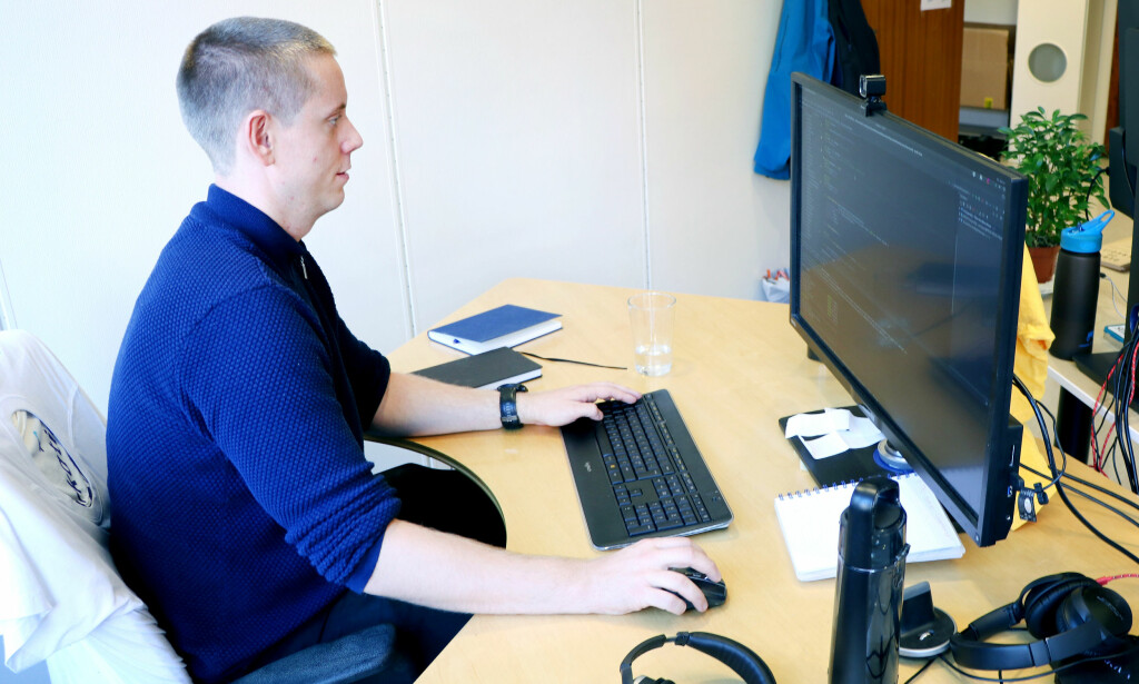 Aleksander Blomskøld i Fiken mener utviklerne blir mer produktive på små kontorer. 📸: Jørgen Jacobsen