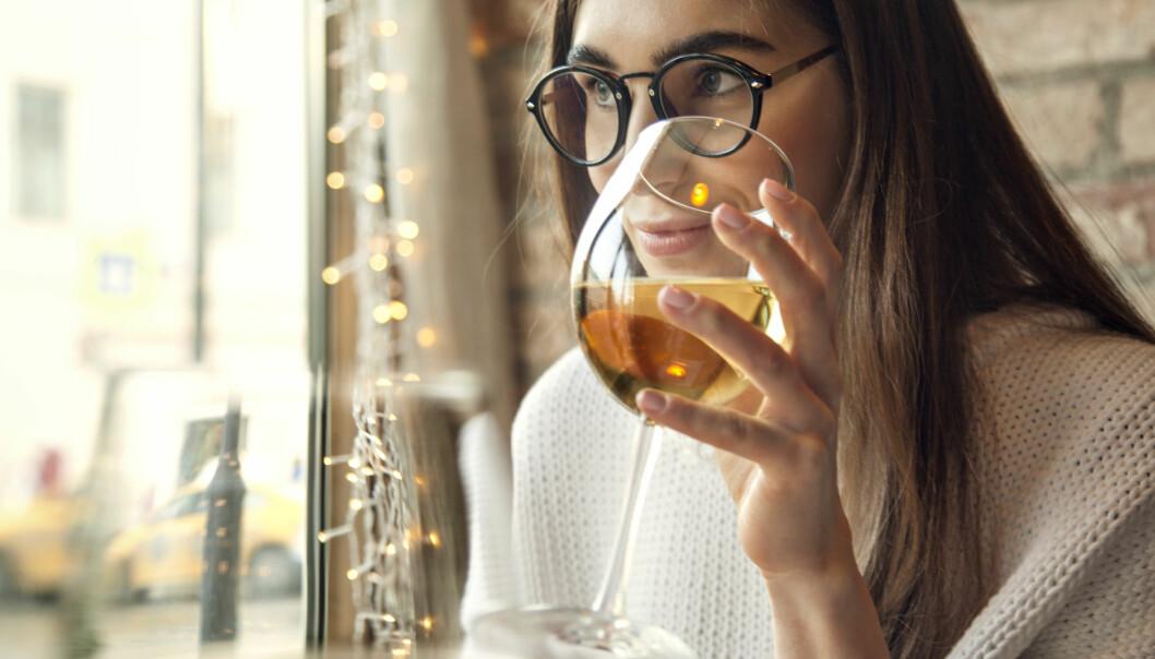 <strong>HELSE:</strong> Undersøkelser viser at kvinner i større grad enn menn drikker alkohol for å døyve følelser som stress og angst. FOTO: NTB scanpix