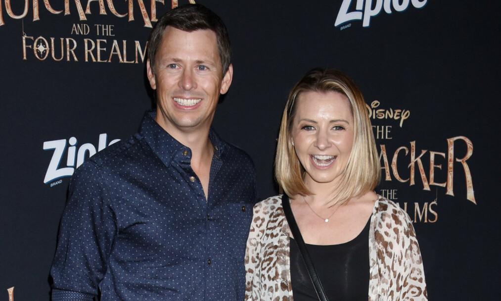 """VONDT: Beverley Mitchell, best kjent som Lucy Camden fra den populære TV-serien """"7th Heaven"""", og ektemannen Michael Cameron har gått gjennom en vanskelig tid privat. Her er de sammen på en filmpremiere i Hollywood i oktober. Foto: NTB Scanpix"""