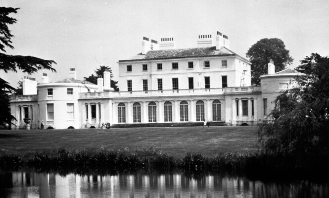 FROGMORE HOUSE: Hertuginne Meghan og prins Harry skal allerede være igang med å gjøre Frogmore Cottage, som ligger på eiendommen til Frogmore House, til sitt eget. Foto: NTB Scanpix