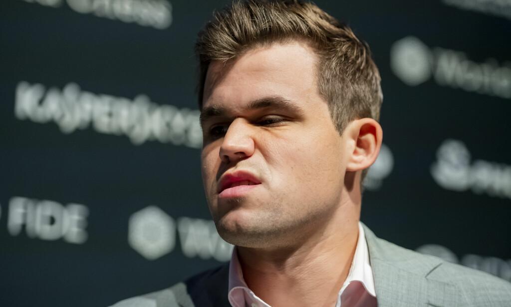BLE OVERRASKET: Magnus Carlsen innrømmet etter partiet at han ble overrasket av Fabiano Caruana. Foto: Fredrik Varfjell / Bildbyrån